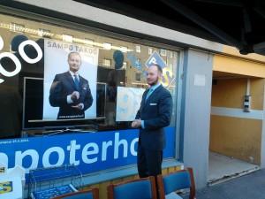Perussuomalaisten EU-vaaliehdokas Sampo Terho avaamassa vaalitoimistoaan.