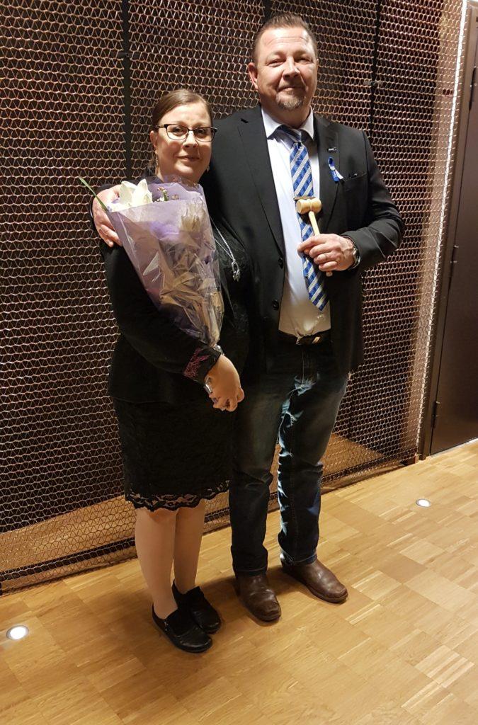 Väistyvä puheenjohtaja Piia Aallonharja ja uusi puheenjohtaja 2020 Aleksander Polkko